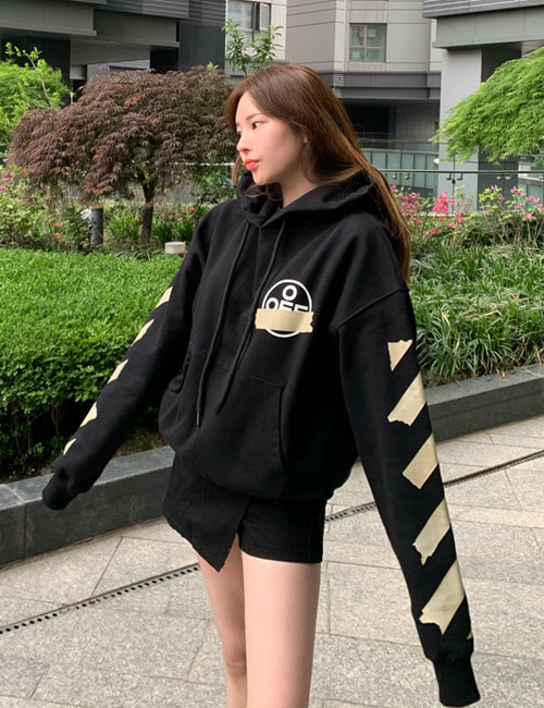 O. TAPE ARROWS HOODIE SWEATSHIRTS_BLACK_W