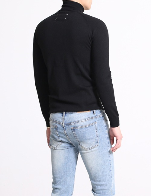 M. WOOL STITCH TURTLENECK KNIT